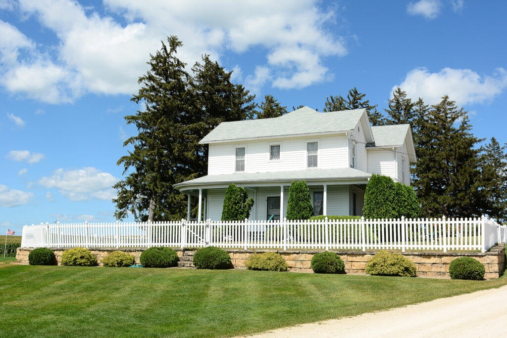 DYERSVILLE, IOWA – AUGUST 20, 2015: Field of Dreams house and mo